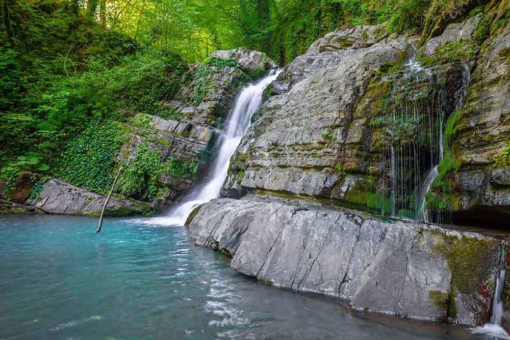 водопад змейка в сочи
